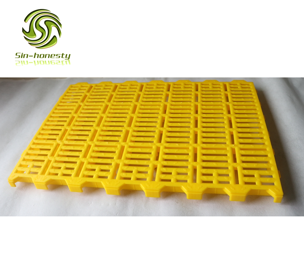 Plastic slatted floor for pigs